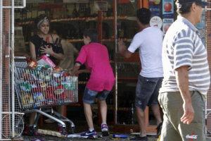 Saqueos en Cordoba durante paro de la policia