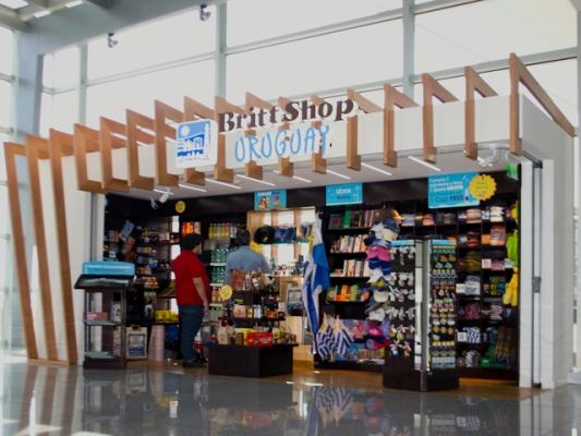 16-07-2015 Abren 5 Britt Shops en Uruguay
